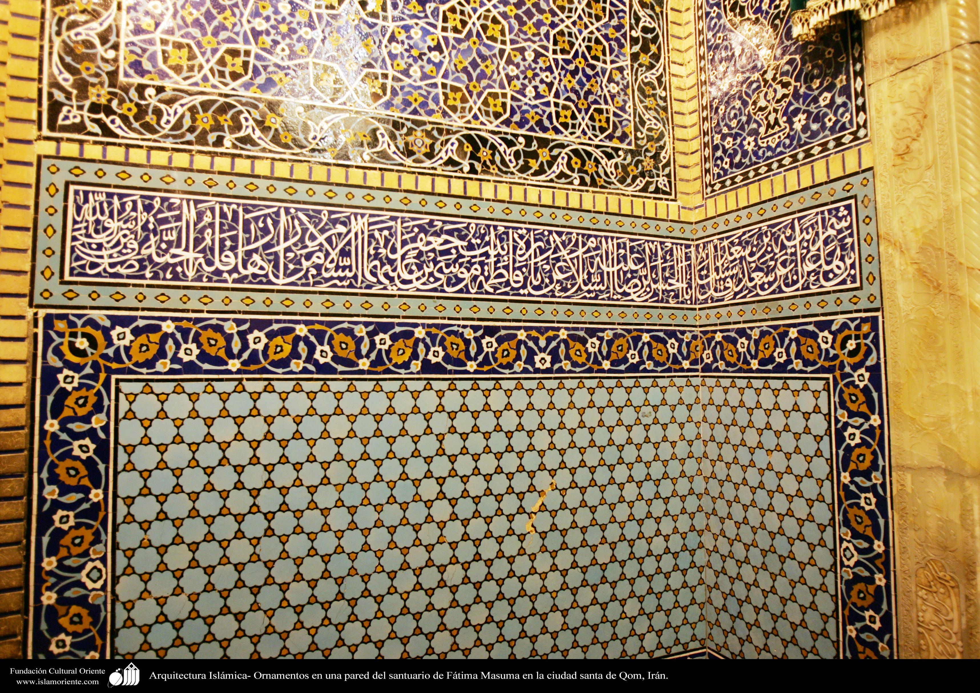 Architettura islamica parete rivestita di piastrelle kashi con