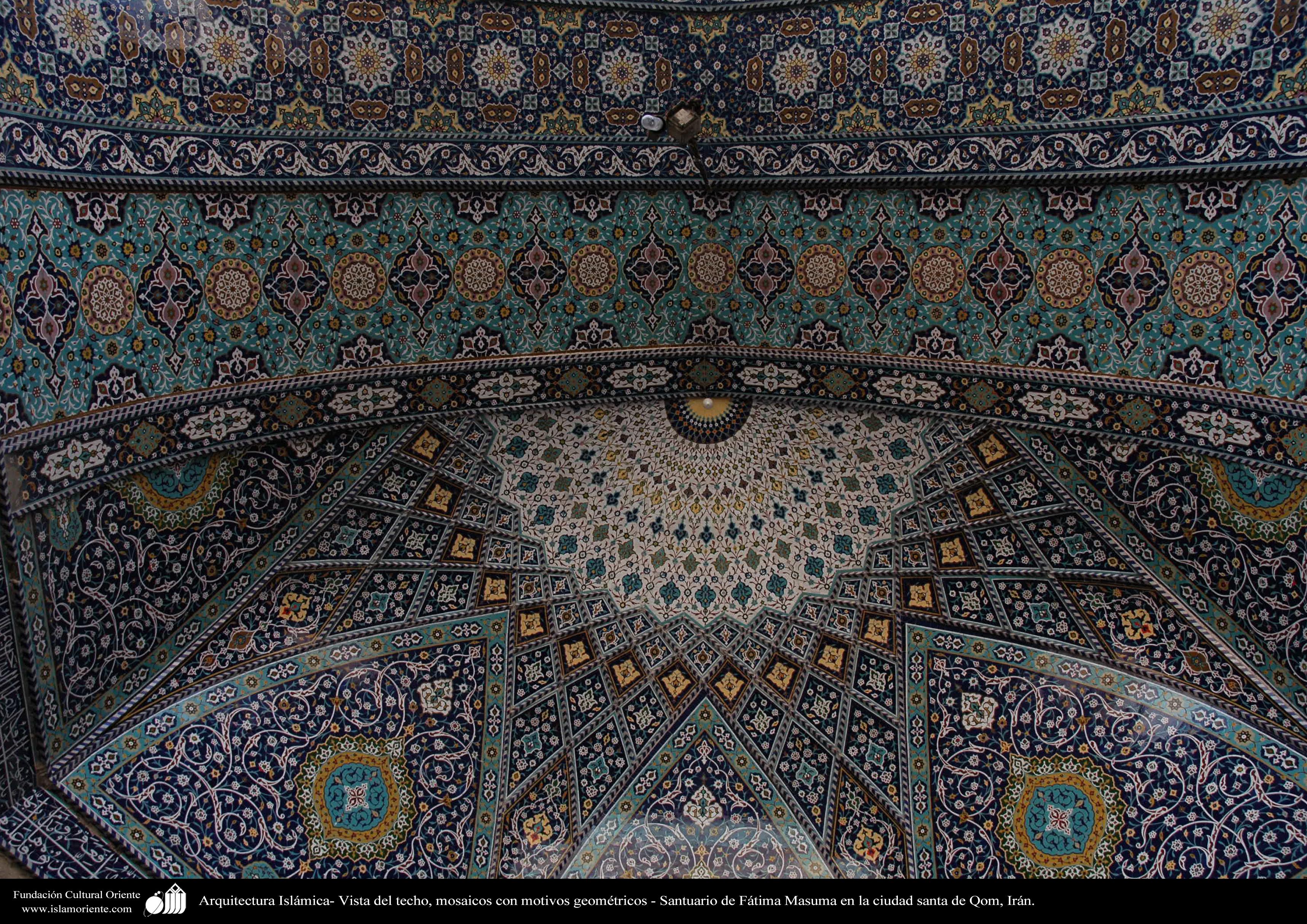 Architettura islamica una vista di piastrelle del soffitto del