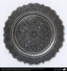 Orfebrería iraní (Qalamzani), Bandeja de cobre grabada cubierta de estaño, Artista: Maestro Mansour Hafezparast -100