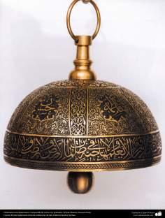 Orfebrería iraní (Qalamzani), Campanilla de cobre con grabados, Artista: Maestro Hossein Dalvi - 154