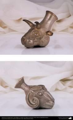 Ourivesaria iraniana (Qalamzani),Ríton com desenho de cabeça de um animal. Artista: Mestre Majid Bahramipour - 194