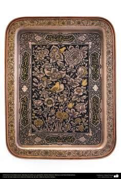 Orfebrería iraní (Qalamzani), Bandeja de plata con grabados. Artista: Maestro Mohammad Mahdi Babakhani -215