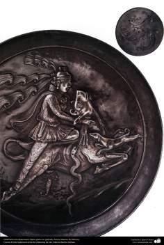 Orfebrería iraní (Qalamzani), Platos plata con grabado. Artista: Maestro M. Dehnavi -219