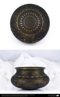 Orfebrería iraní (Qalamzani), Fuente de plata, grabada a martillo, -32