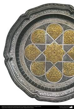 Orfebrería iraní (Qalamzani), Bandeja de plata con grabados -38