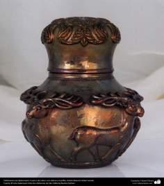 Orfebrería iraní (Qalamzani), Cuenco de cobre, con relieve a martillo -44