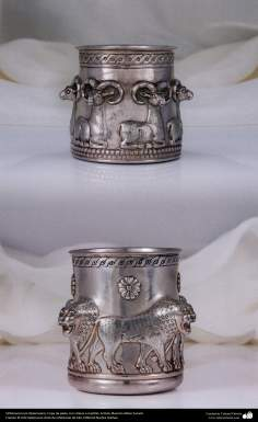 Orfebrería iraní (Qalamzani), Copa de plata, con relieve a martillo -51
