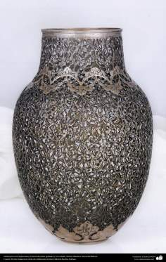 Orfebrería iraní (Qalamzani), Florero de plata grabada y con calado -59