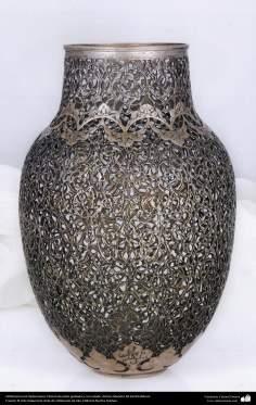 Ourivesaria iraniana  (Qalamzani), vaso de prata gravado em alto relevo - 59