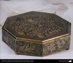 Orfebrería iraní (Qalamzani), Caja de latón repujad -84