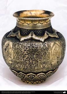 الفن الإيراني - الخرط  - إبريق منحوتة  بالذهب والفضة - 88