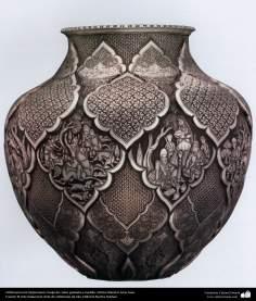 Orfebrería iraní (Qalamzani), Vasija de cobre grabada a martillo, Artista: Maestro Amir Saee -95