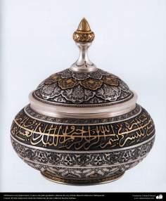 Orfebrería iraní (Qalamzani), Cuenco de plata grabado cubierta de oro, Artista: Maestro Mansour Hafezparast -98