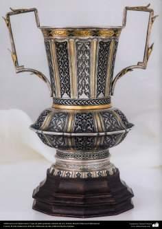 Orfebrería iraní (Qalamzani), Copa de plata grabado cubierta de oro, Artista: Maestro Mansour Hafezparast -99