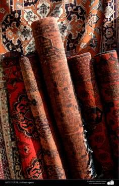 اسلامی فن ۔ دستکاری ۔ ہاتھ کا ہنر-  قالین - ۱۰۷
