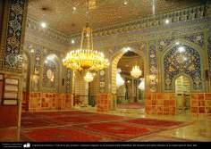 Arquitectura Islámica- Vista de la sala, azulejos y lámparas colgantes en la mezquita shahid Mutahhari, del Santuario de Fátima Masuma en la ciudad santa de Qom - 2