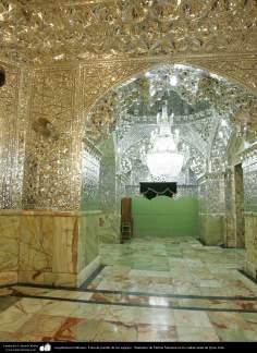 """اسلامی معماری - شہر قم میں حضرت معصومہ (س) کے روضہ میں دیواروں پر فن آئینہ کاری سے سجاوٹ """"تالار آئینہ"""" - ۳۳"""