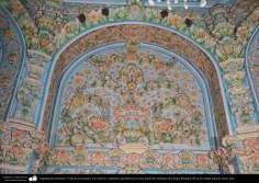 Arquitectura Islámica- Vista de un mosaico con motivos vegetalesy geométricos en una pared del santuario de Fátima Masuma (P) en la ciudad santa de Qom (18)