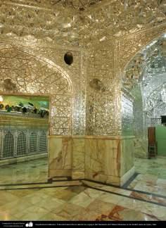 المعماریة الإسلامية - صورة جانبیة من الرواق المرايا للمرقد الشریف الفاطمة المعصومة في مدينة قم المقدسة، إيران (10)