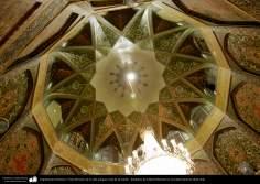 イスラム建築(コム聖地でのハズラト・マースメの聖廟の付近にある古いホールの天井)-13
