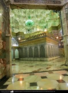 اسلامی معماری - شہر قم میں حضرت معصومہ (س) کی ضریح مبارک اور دیواروں پر مختلف فنون سے سجاوٹ - ۱۹