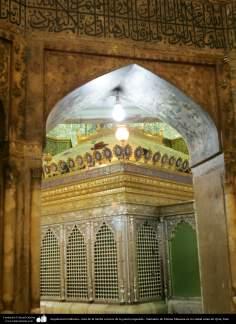 اسلامی معماری - شہر قم میں حضرت معصومہ (س) کی ضریح مبارک اور دیواروں پر مختلف فنون سے سجاوٹ - ۱۳