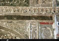 اسلامی معماری - شہر قم میں حضرت معصومہ (س) کے روضہ میں دیواروں پر فن آئینہ کاری اور اسلامی خطاطی سے سجاوٹ  - ۲
