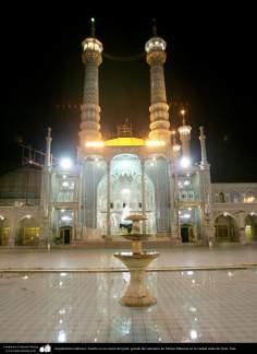 Arquitectura Islámica- Fuente en en centro del patio grande del santuario de Fátima Masuma en la ciudad santa de Qom