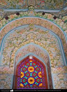 Arquitectura Islámica- Pared decorada con motivos florales - Santuario de Fátima Masuma en la ciudad santa de Qom, Irán.