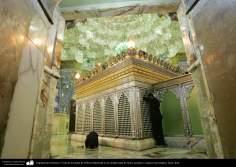 Architecture islamique - une vue  du sanctuaire de l'Imam Fatima Ma'soumeh et les miroirs au plafond et le mur carrelé-Qom.