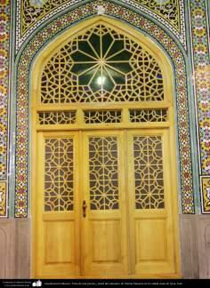 Arquitectura Islámica- Vista de una puerta y pared del santuario de Fátima Masuma en la ciudad santa de Qom (12)