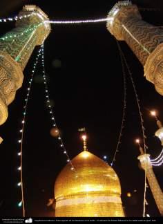 Arquitectura Islámica- Vista superior de los minaretes en la noche - el santuario de Fátima Masuma en la ciudad santa de Qom
