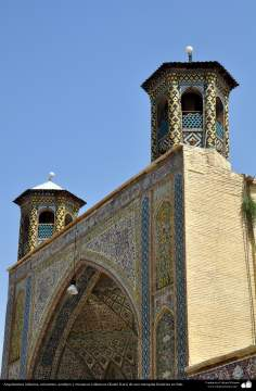 Islamic architecture - Islamic tiles and mosaics (Kashi Kari) in a historic mosque - 4