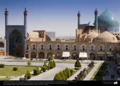 Arquitectura islámicArchitecture islamique - une vue génerale de l'entrée de la mosquée Imam Khomeini (la mosquée Chah) )- place Naghsh-e Jahan-Isfahan a- Una vista general de la entrada de la mezquita Imam Jomeini (mezquita Sha) en la plaza Naghshe Yahan -Isfahán