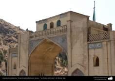 معماری اسلامی - کاشی کاری و خوشنویسی - نمایی از دروازه قرآن - شیراز - 12