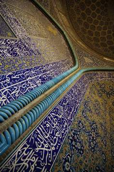 Islamic mosaics and decorative tile (Kashi Kari) - Internal view of the dome of the mosque Sheikh Lotf Allah (or Lotfollah) - Isfahan  (19)