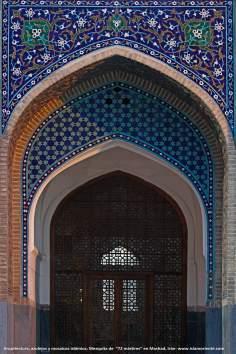 Arquitectura, azulejos y mosaicos islámica, Mezquita 72 mártires en la ciudad Mashad - 6