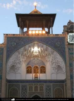 イスラム建築(コム聖地でのハズラト・マースメの聖廟のAqiqヤードのティンパニホーム)-115