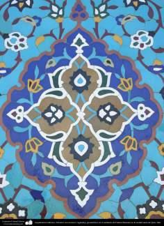Arquitectura Islámica- Mosaico con motivos vegetalesy geométricos en el santuario de Fátima Masuma en la ciudad santa de Qom - 113
