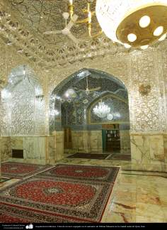 Architettura islamica-Ornamentazione con pezzi dello specchio(Ayene-Kari) nel santuario di Fatima Masuma-Qom-93