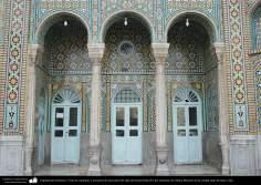 معماری اسلامی - نمایی از ستون و کاشی کاری حرم حضرت فاطمه معصومه (س) در شهرستان مقدس قم - 81