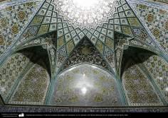 Arquitectura Islámica- Vista de un techo decorado con mosaicos en el santuario de Fátima Masuma en la ciudad santa de Qom - 87