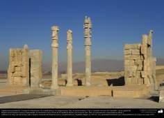 Arquitectura Preislámica - Una vista de Persépolis, o Pars o Tajt-e Yamshid «el trono de Yamshid», cerca de Shiraz - 24
