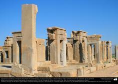 Arquitectura Preislámica - Vista parcial de Persépolis, o Pars o Tajt-e Yamshid «el trono de Yamshid», cerca de Shiraz - 23
