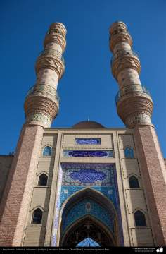 Arquitectura islámica - Azulejos y mosaicos islámicos (Kashi Kari) en una mezquita en Irán - 107