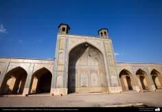 معماری اسلامی - نمایی کلی از یک مسجد تاریخی در ایران - 106
