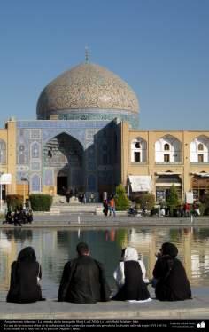 Исламская архитектура - Облицовка кафельной плиткой (Каши Кари) и Фасад купола мечети Шейха Лютфуллы в Исфахане , Иран – 46