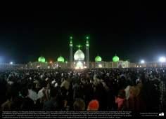 اسلامی فن تعمیر - شہر قم میں جمکران مسجد رات کے وقت، ایران - ۱۳۶