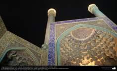 Islamische Architektur - Ein Blick auf die Moschee von Imam Khomeini (Sha Moschee) -Isfahan - 9 - Islamische Mograbas (Moqarnas kari) - Die Stadt Isfahan - Iran