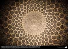イスラム建築 - イスファハン市におけるシェイクロトフォッラ・モスクのドームの内部 -32